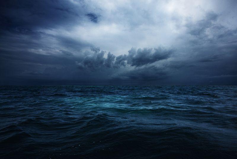 Выжить в шторм в Атлантике
