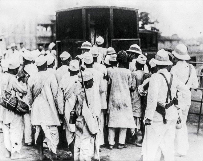 Арест участников Соляного похода в Бомбее. 1930 год