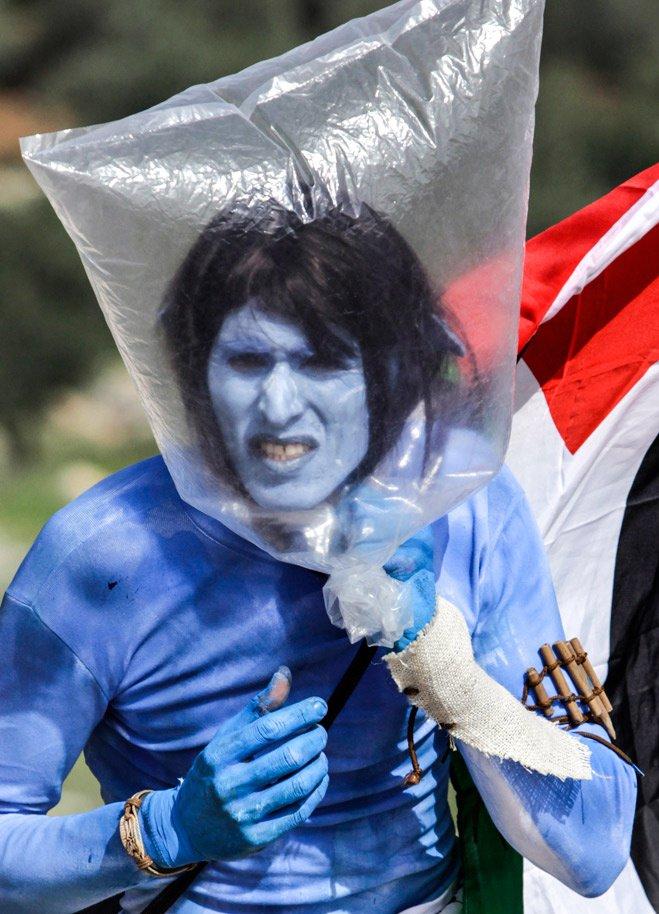 Палестинский протестант во время антиизраильской акции. Палестина, 2010 год