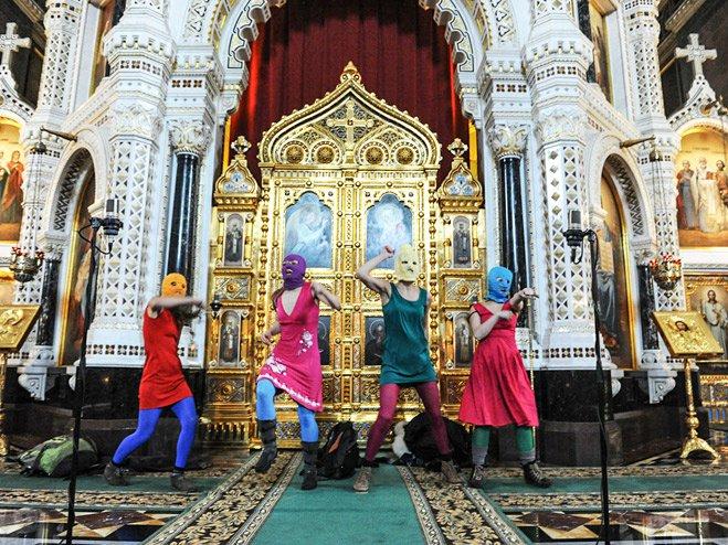 Выступление группы Pussy Riot в храме Христа Спасителя. Москва, 2012 год