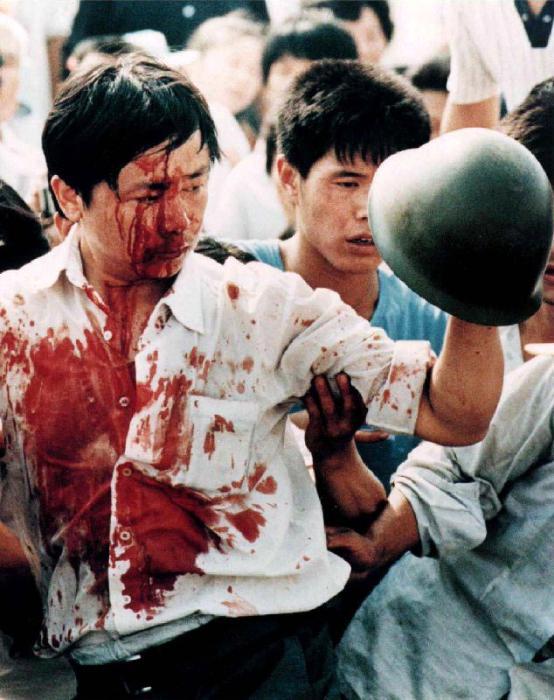 В ночь на 4 июня было принято принципиальное решение очищать Тяньаньмэнь силой оружия и всеми доступными средствами